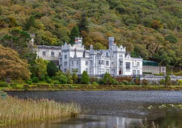 Beautiful Irish castles are popular with American tourists